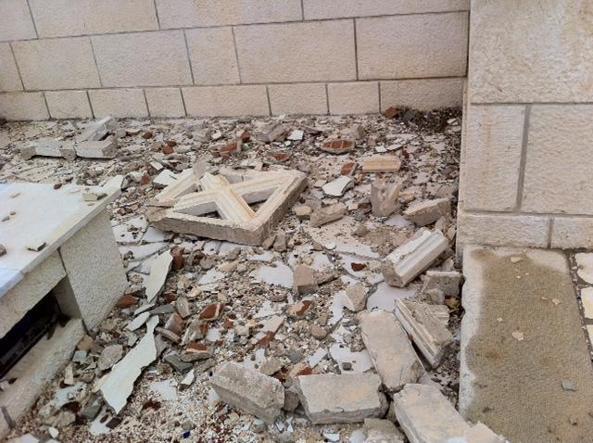 I danni al cimitero cattolico italiano di Tripoli (Ansa)