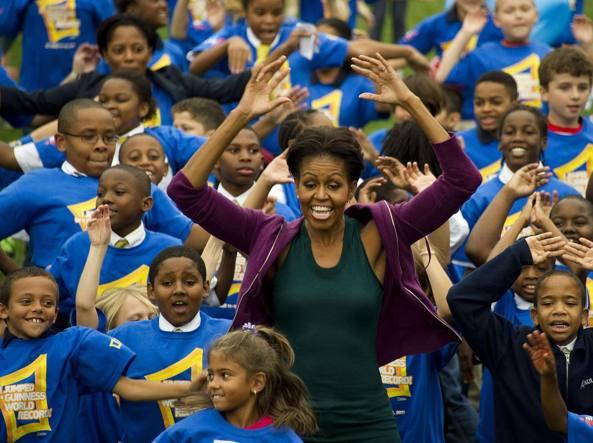 """Uno dei momenti della campagna """"Let's Move!"""" promossa da Michelle Obama (Afp)"""