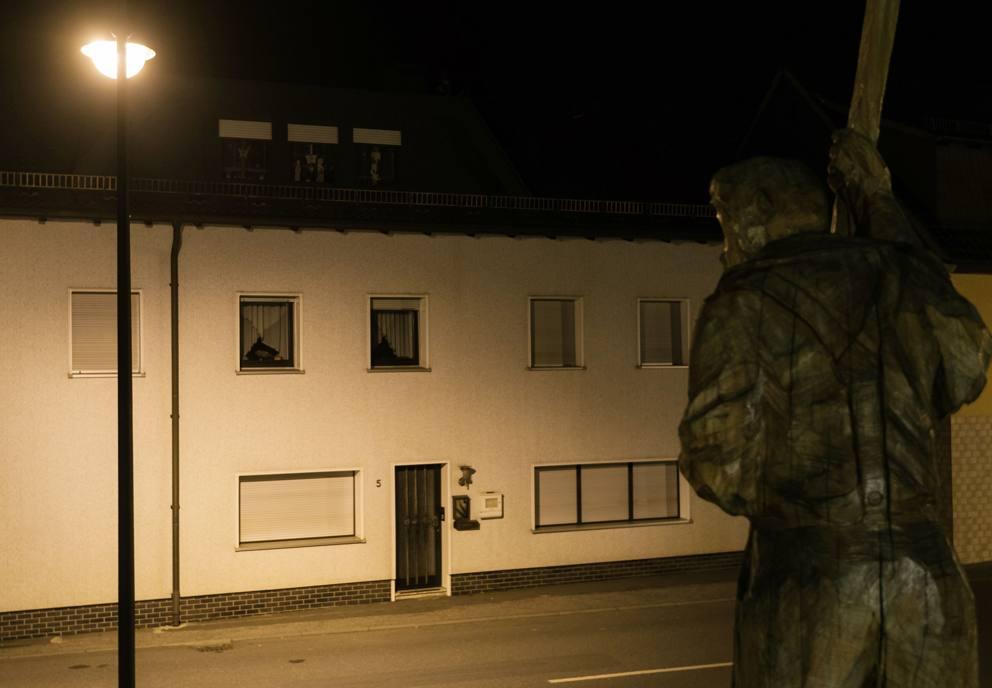 Orrore in germania trovati i corpi di 7 bambini in una casa della baviera - Casa in germania ...