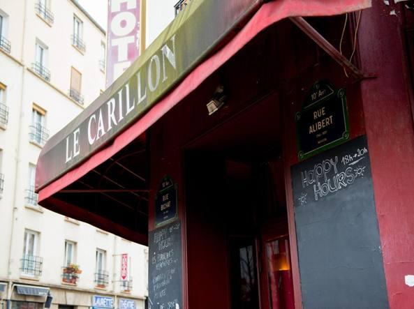Uno dei ristoranti bersaglio degli attentati a Parigi (LaPresse/Dupret)