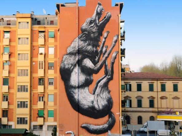 Il lupo dello street artist belga Roa in via Galvani a Roma