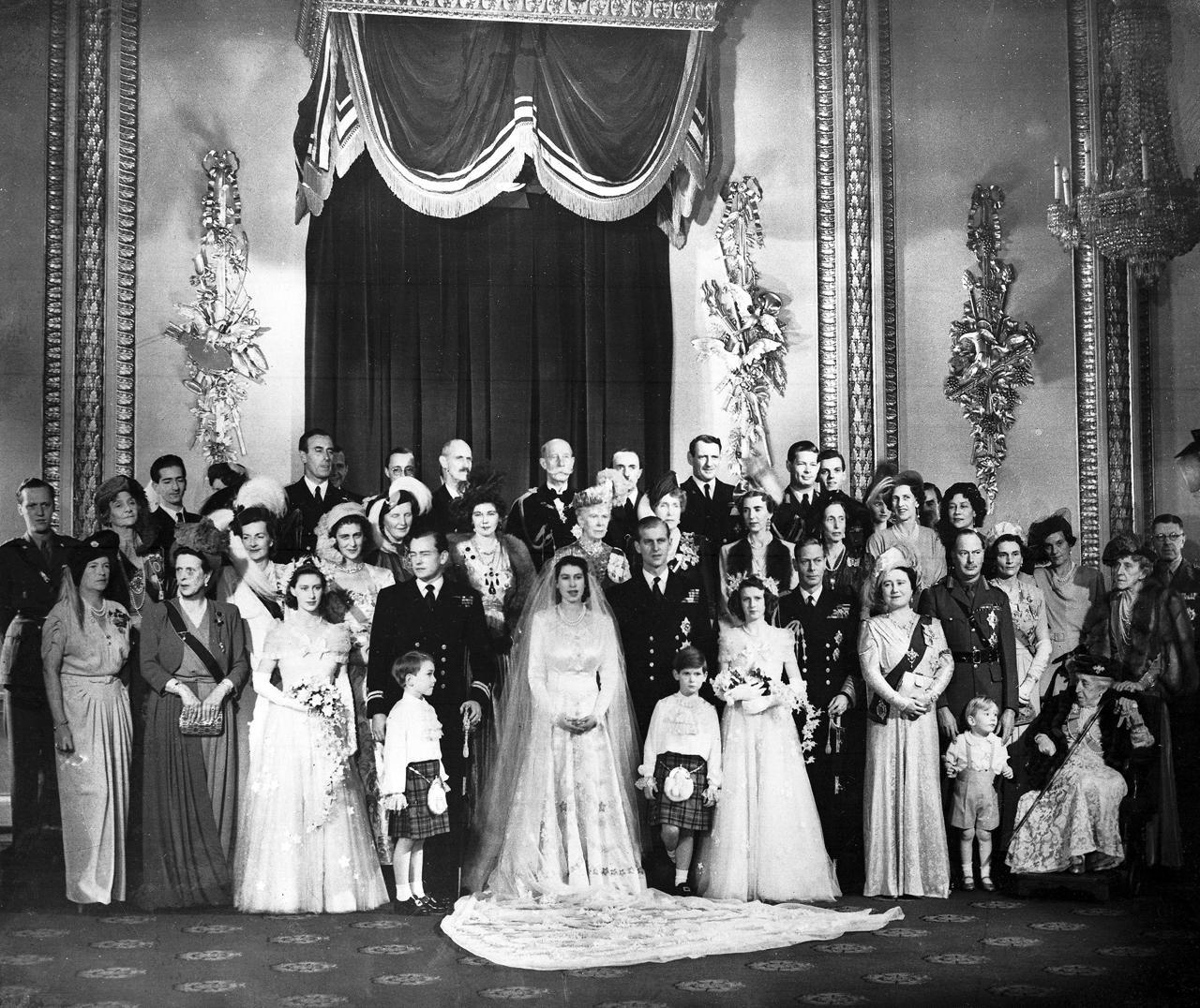 Matrimonio In Inghilterra : La regina elisabetta e il principe filippo festeggiano
