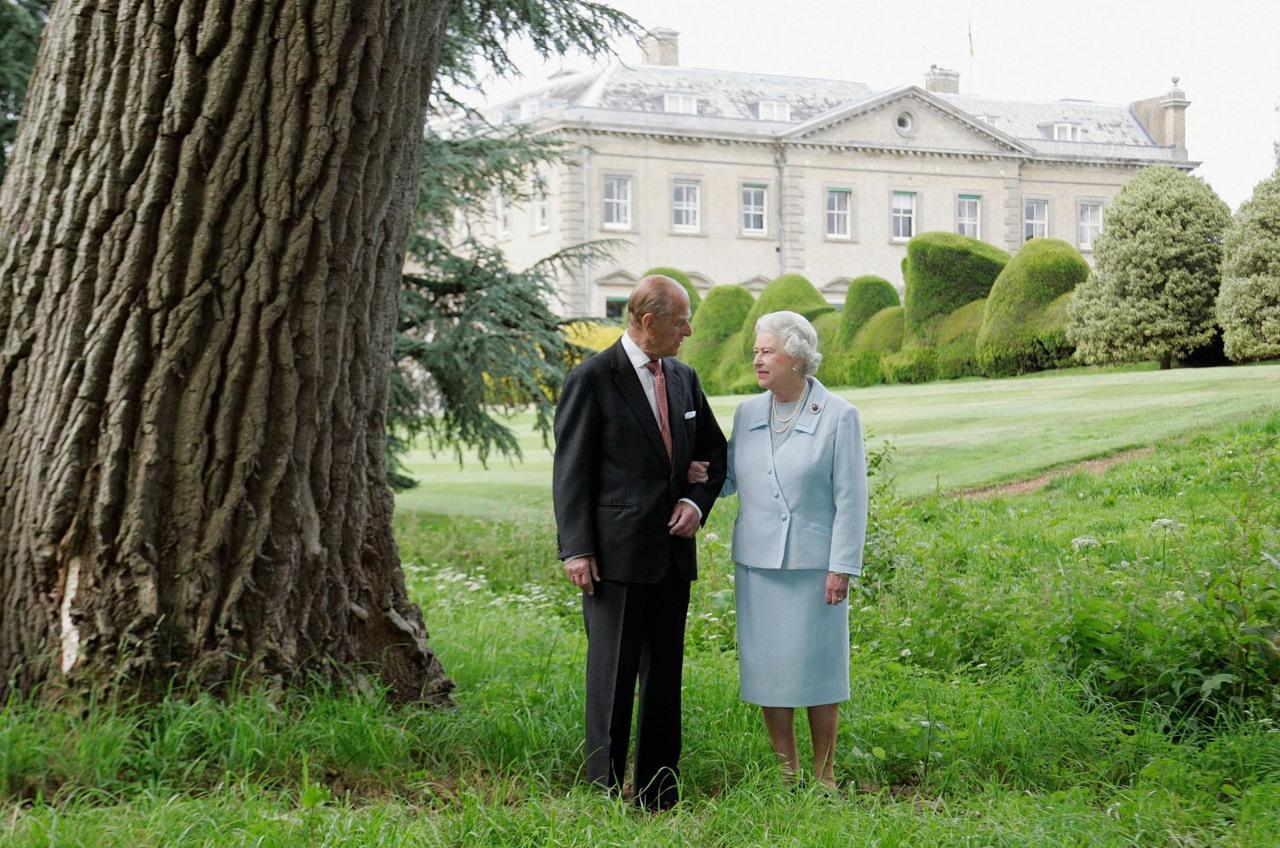 La regina elisabetta e il principe filippo festeggiano 70 for La regina anne house
