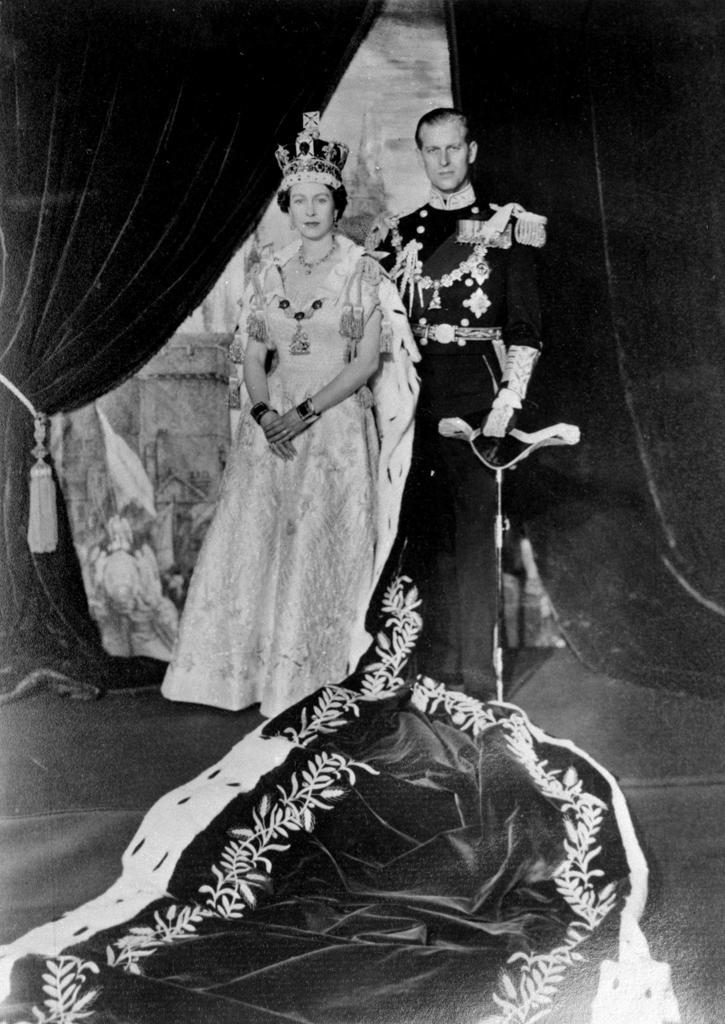 La regina elisabetta e il principe filippo festeggiano 70 for La regina elisabetta 2