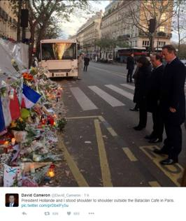 Attentati a Parigi, Hollande e Cameron insieme al Bataclan