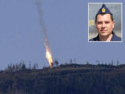 Il jet russo  e, nel riquadro, il pilota sopravvissuto Konstantin Murakhtin