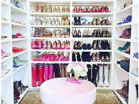 cabina armadio: i trucchi per tenere abiti, scarpe e borse in modo