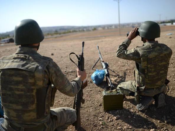 Soldati turchi al confine (archivio Afp)