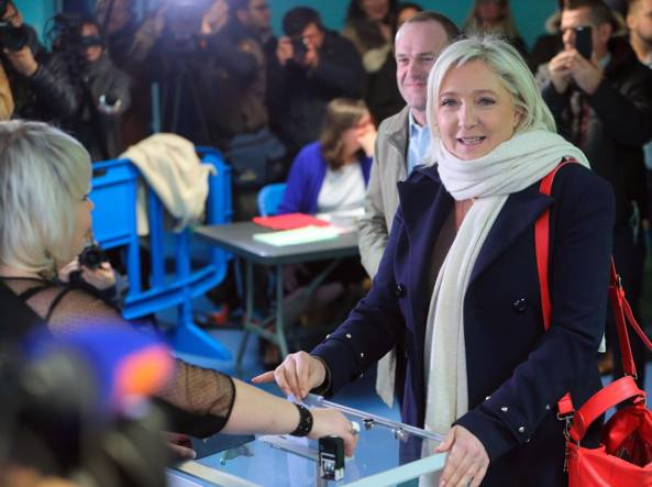 Le Pen: se falliamo Francia a rischio burqa e sharia