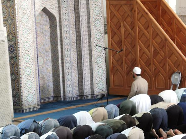 Quelle mille moschee invisibili preghiere in capannoni e for Scantinati in california