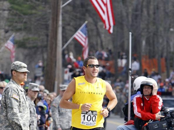 Lance Armstrong all'arrivo della maratona di New York. Era il 2006. L'incubodel doping ancora  lontano (Reuters)