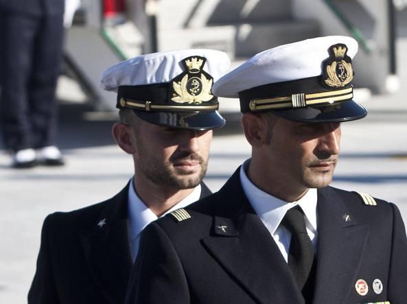 Massimiliano Latorre e Salvatore Girone in una foto d'archivio (LaPresse)