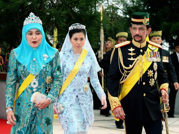 Il sultano del Brunei con le due mogli