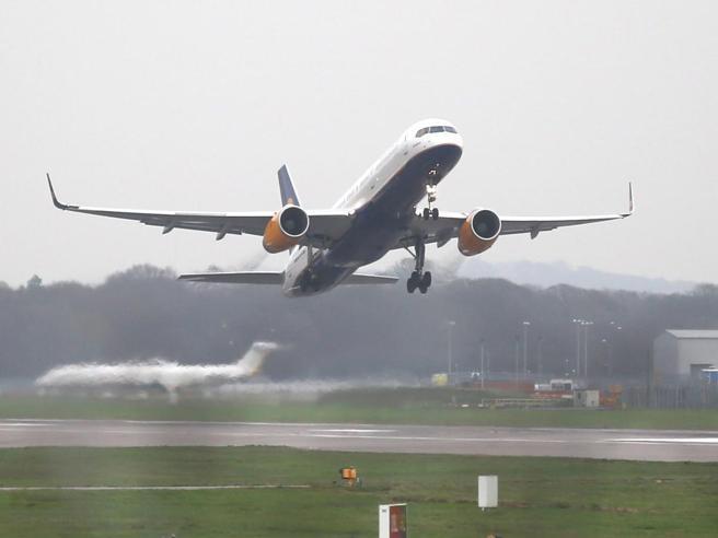 In orario o  in anticipo Gli aerei arrivano prima (col trucco)