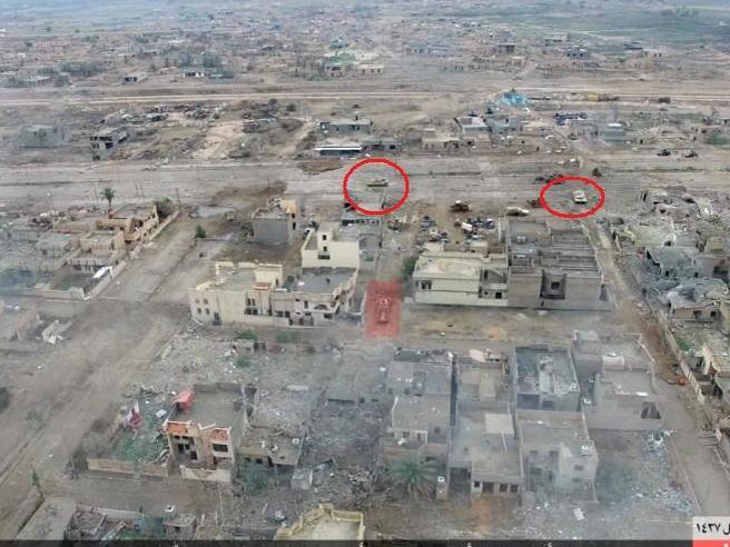 Bunker, ordigni nascosti, camion-bomba: così Isis resiste nel cuore di RamadiAttacco col blindato: le foto