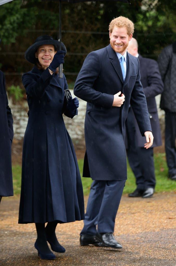 Sandringham la famiglia reale alla messa di natale senza for Royal family motors canton