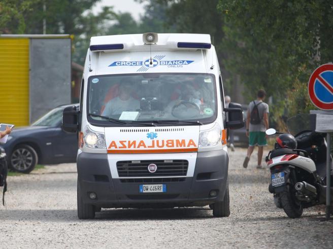 Mangiano e bevono  fino a svenire 12 anziani in ospedale a Genova