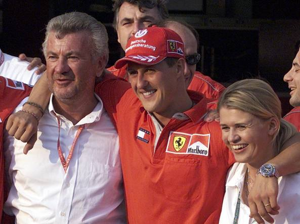 Weber, Schumacher e la moglie Corinna  dopo una vittoria del 2001 (Ap)