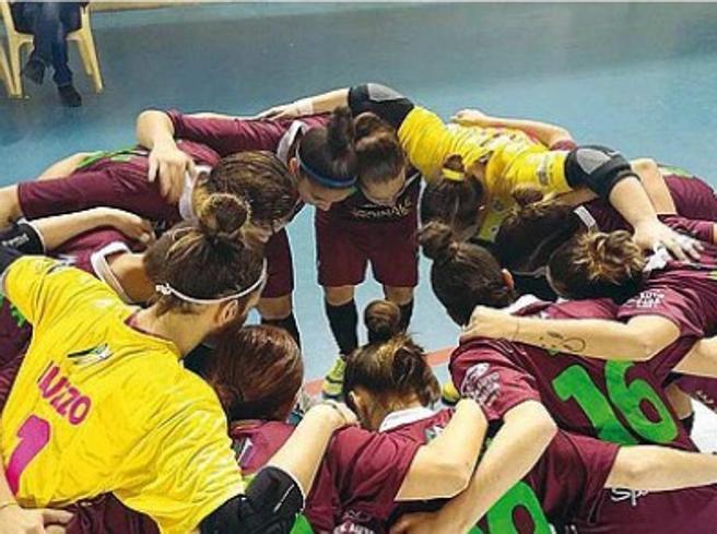 Locri, la squadra femminile  di calcio a 5  chiude per minacce