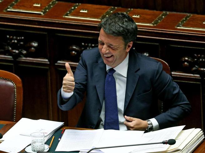 Renzi: «L'economia torna a crescere, le tasse vanno giù»