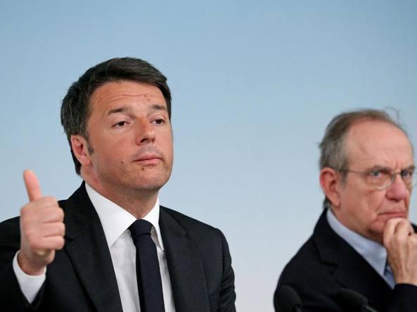 Il premier Matteo Renzi e il ministro dell'Economia, Pier Carlo Padoan (Ansa)