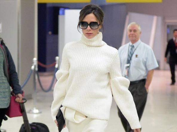 Victoria Beckham con  il maglione abbondante (Olycom)