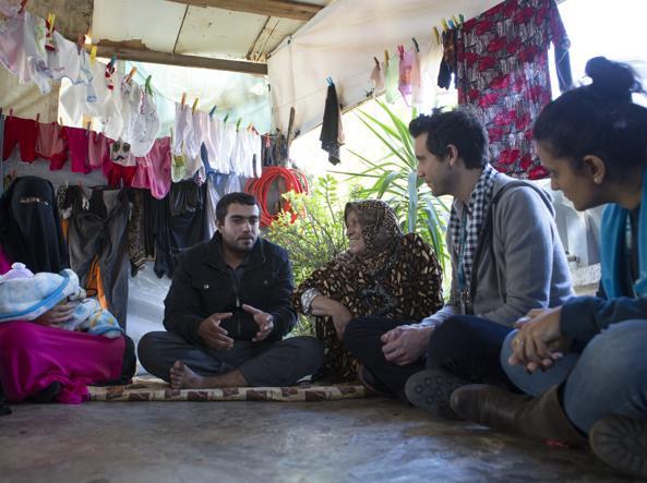 Mika incontra una famiglia di profughi siriani in Libano (Unhcr/Matas)