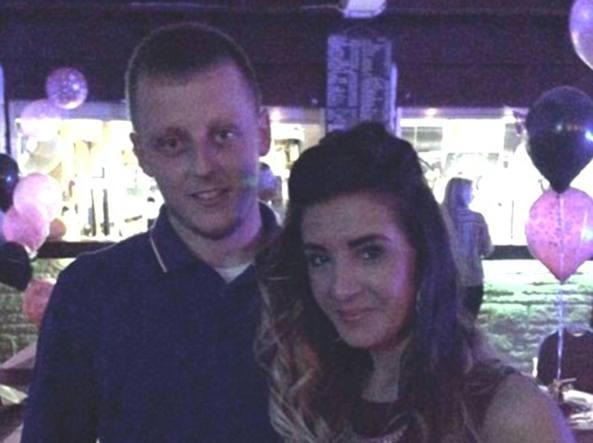 Liam Hewitson con la fidanzata Jessica Hill (da Facebook)