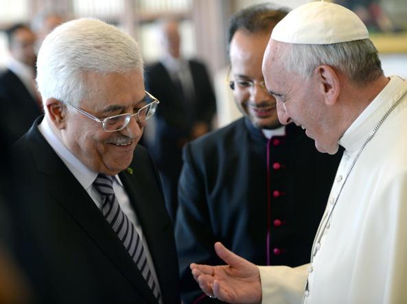 L'incontro tra il Papa e Abu Mazen nel 2013 (Ansa)