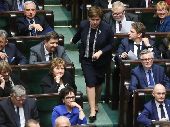Il premier polacco Beata Szydlo in Parlamento (Epa)