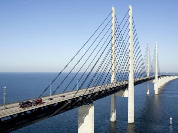 Uno scorcio dell'Øresundsbron, il ponte sullo stretto di Oresund, nel mar Baltico'