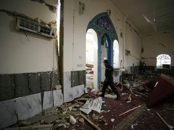 L'interno di una delle moschee sunnite attaccate in Iraq (Afp)