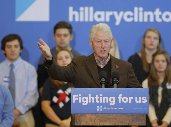 Bill Clinton interviene in New Hampshire nella campagna elettorale della moglie Hillary (Reuters)