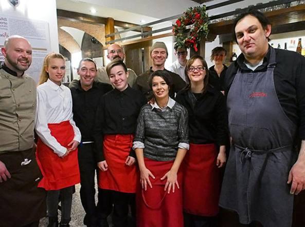 Il team che gestisce il ristorante La Tela