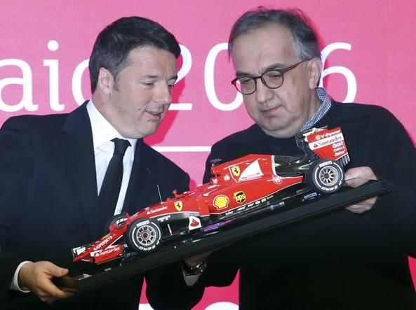 Il premier Matteo Renzi, 40 anni, e il numero uno del Cavallino Sergio Marchionne, 63, durante il giorno della quotazione in Borsa di Ferrari, a Milano (Reuters)