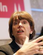 Choc Colonia per gli abusi di massa E i «suggerimenti» alle donne della sindaca fa indignare i social