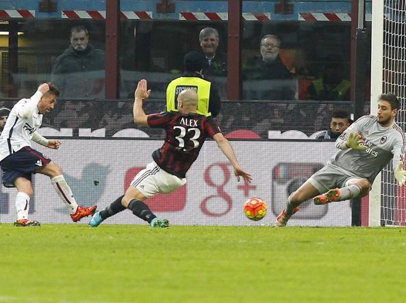 Il gol di Giaccherini: Milan-Bologna 0-1 (LaPresse/Spada)
