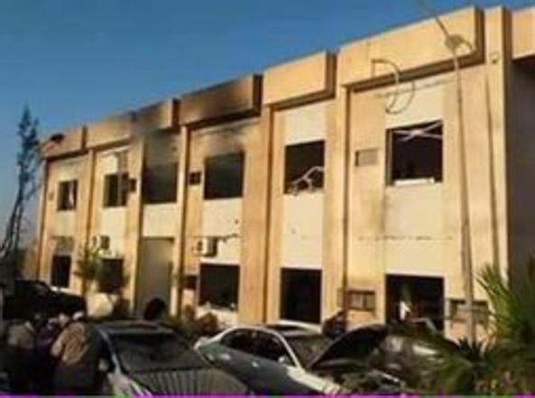 La facciata dell'edificio colpito dalla bomba (Foto Twitter)
