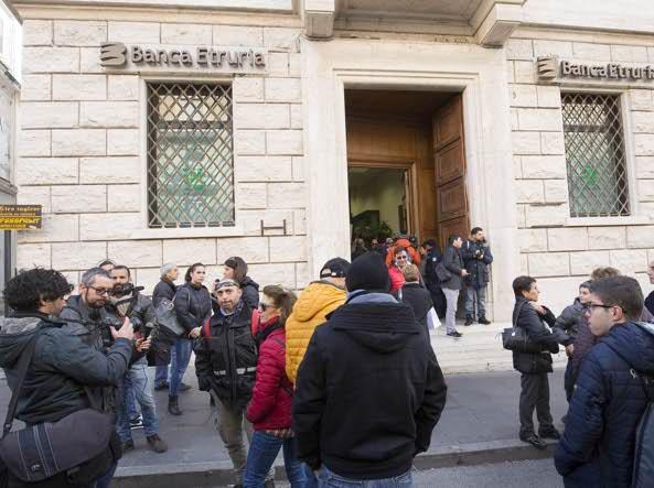 Banca Etruria, perquisizioni della Finanza in 15 società