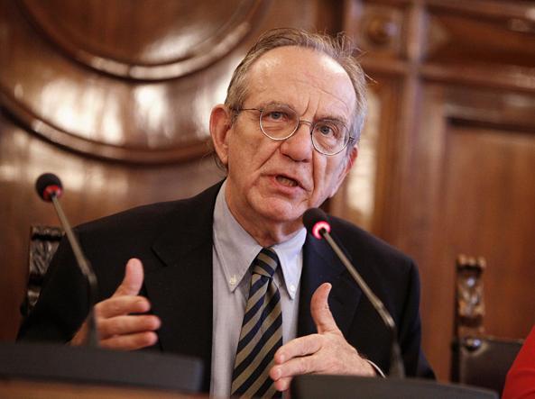 Il ministro dell'Economia Pier Calo Padoan (Ansa)