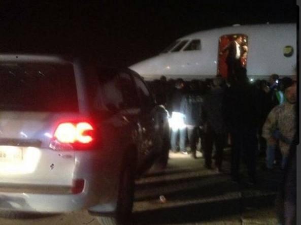 L'aereo attende Fayyed al Farraj a Misurata (foto Twitter)