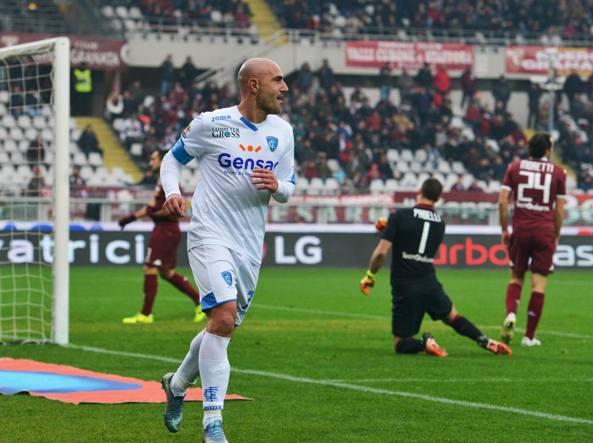 Maccarone  festeggia la sua rete contro il Torino