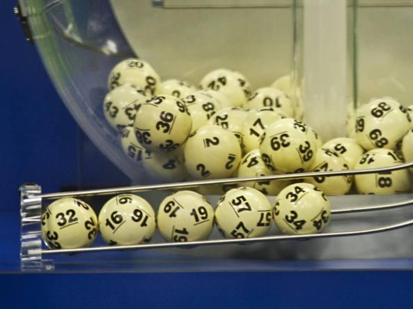 La cinquina vincente dell'estrazione di sabato: nessuno l'ha azzeccata. Il numero jolly del Powerball era il 13 (Reuters/Sears)