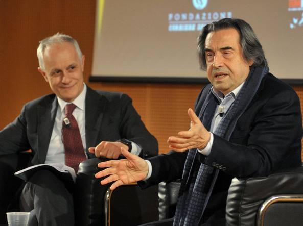 Riccardo Muti  durante l'incontro con il direttore del Corriere della Sera, Luciano Fontana, nella Sala Buzzati del quotidiano (foto Barbaglia)