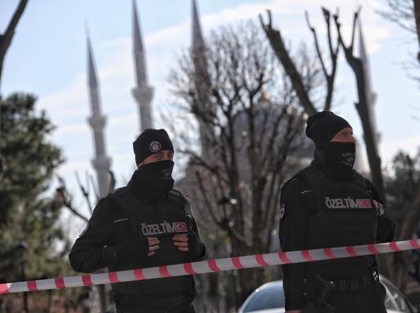 La polizia transenna l'area dell'esplosione (Getty)