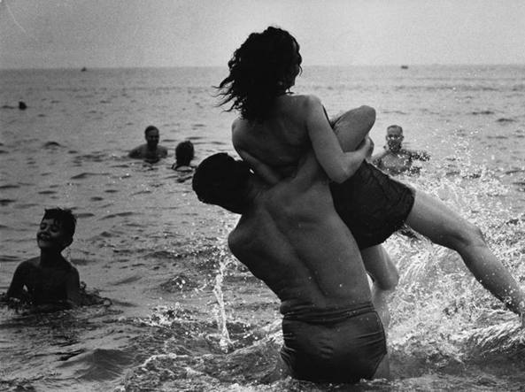 Coney Island, New York. 1952. Foto di Garry Winogrand