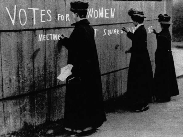Il movimento delle suffragette nacque alla fine dell'800 in Inghilterra: fu cos� chiamato perch� si batteva per ottenere il diritto di voto (suffragio) per le donne