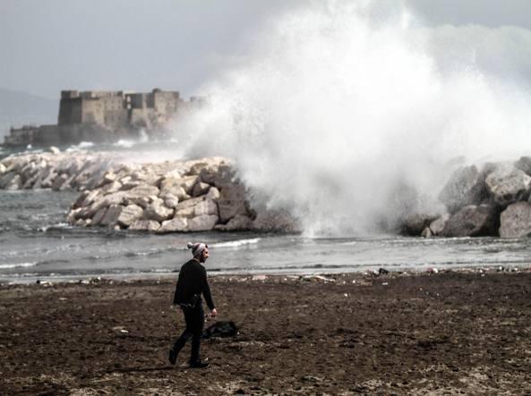 Interrotti i collegamenti tra Napoli e Capri, causa vento forte e burrasca