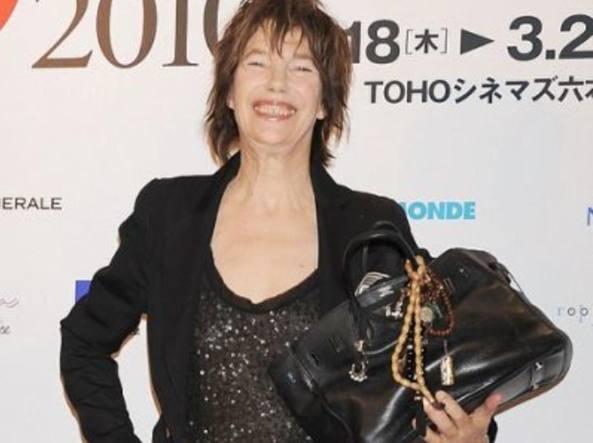 L'attrice Jane Birkin con la borsa che porta il suo nome nel 2010