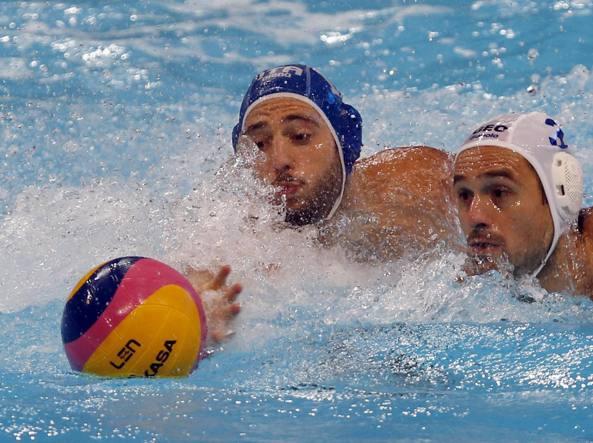 Stefano Luongo in azione contro Damir Tsrepulia (Ap/Vojinovic)